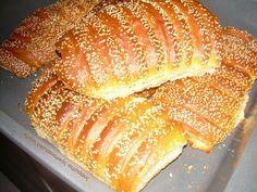 Νηστίσιμα μυρωδάτα χανιώτικα παξιμαδάκια (που μπορούν να φαγωθούν και σαν ψωμάκια) Τα πρωτοδοκιμάσαμε πριν από πολλά χρόνια στην Παλαιόχωρα Χανίων. Εκεί μας είπαν ότι τα λένε «χαλάκια» . Αργότερα ε… Greek Sweets, Greek Desserts, Greek Recipes, Pastry Cake, Sweet Bread, Soul Food, Hot Dog Buns, Biscotti, Food Processor Recipes