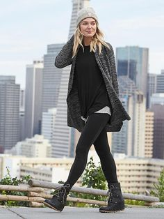 winter outfits leggins 60 Winter Outfits Ideas for - winteroutfits Athleisure Trend, Athleisure Outfits, Look Fashion, Fashion Outfits, Womens Fashion, Fashion Trends, Fall Fashion, Fashion Ideas, Runway Fashion
