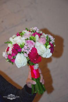 Bukiet ślubny Panny Młodej -kwiaty białe, różowe i fuksja | opolskie Table Decorations, Home Decor, Decoration Home, Interior Design, Home Interior Design, Home Improvement