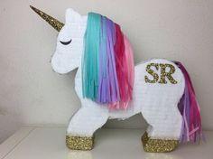 Piñata de unicornio con monograma por darlingdetailsparty en Etsy