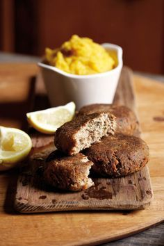Pilchard Fish Cakes slices of bread, laid in eggs, spices and large can of Pilchards Fish Dishes, Seafood Dishes, Seafood Recipes, Cooking Recipes, Egg Recipes, Yummy Recipes, Easy Fish Cakes, Fish Cakes Recipe, Kos
