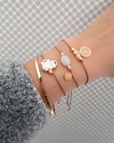 2 vind-ik-leuks, 1 reacties - Estilo Decoration (@estilo_decoration) op Instagram: 'PRETTYONES ••☆ #monday #lovelyones #armbandje #armparty #armbandjes #armcandy #favourites #outfit…'