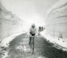 Vittorio Adorni '65 giro.....nice road surface!