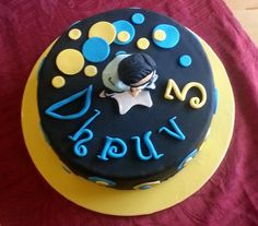 gangnam style cake with figurine topper (photo n.2)