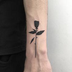 "1,622 Me gusta, 3 comentarios - ВАРШАВА (@goldenboy.tattoo) en Instagram: "" Walkin tommorow at Gdańsk tattoo konwent. #minimalistictattoo #rozetattoo #blacktattoo…"""