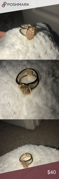 KENDRA SCOTT RING!! size 8 ring! very cute. more of a rose gold color!! (comes in kendra scott bag) Kendra Scott Jewelry Rings
