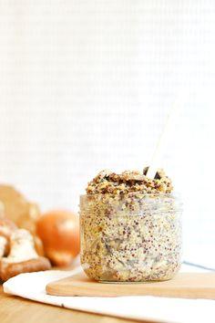 C'est le «one pot pasta» qui a le vent en poupe ces derniers temps sur le web mais ce qui est cool, c'est qu'on peut cuisiner de cette manière avec plein d'autres choses que des pâtes ! Un «one pot quinoa» façon risotto avec des champignons, ça vous tente ?