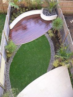 I love the modern shapes and the contrast between the wood and grass in this small backyard.
