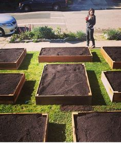 DIY Box Lawn Vegetable Garden: This box garden layout is one of the best I have ever seen.
