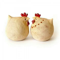 Kurreczki wiosenne, a też i na święta.would be cute done with paper mache over plastic eggs. Clay Birds, Ceramic Birds, Ceramic Animals, Clay Animals, Glass Ceramic, Ceramic Pottery, Ceramic Art, Ceramic Chicken, Chicken Art