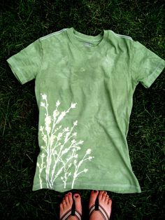 use elmers blue school glue and dye t-shirts
