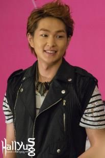 Onew at SMTown Singapore 2012 Press Conference