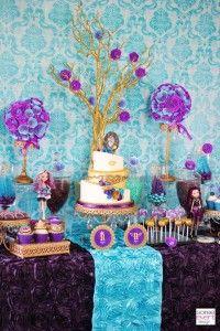 Mesas de postres para decoracion de fiesta de cumpleaños de ever after high http://www.comoorganizarlacasa.com