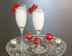 De spoom is erg populair als tussengang voor het kerstdiner. Deze Kerst Spoom maak je met yoghurt ijs, prosecco, vodka en een druppeltje grenadine.