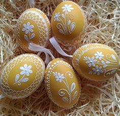 Easter Home Decoration - Inspiration / Easter / Decoration / Easter - Ostern Wallpaper, Egg Shell Art, Easter Egg Designs, Ukrainian Easter Eggs, Easter Egg Crafts, Diy Ostern, Decoration Inspiration, Easter Celebration, Egg Art