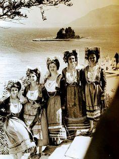Folk Costume, Costumes, Greek History, Folk Dance, Corfu, Greece, Traditional, Painting, Clothes