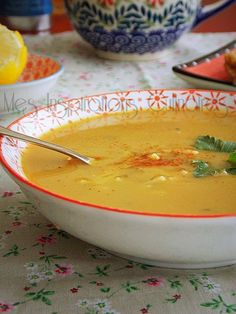 soupe aux pois cassés de maman My Recipes, Soup Recipes, Favorite Recipes, Healthy Recipes, Moroccan Dishes, Algerian Recipes, Lunch Meal Prep, Vegetarian Cooking, Carne