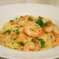 Espaguete com camarão e molho de gorgonzola