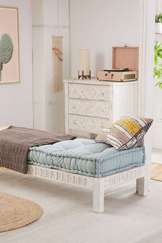 Slide View: Amira Carved Wood Daybed - Daybed in Bedroom / Living Area Casa Kids, Wood Daybed, Wood Sofa, Daybed Couch, Wooden Couch, Urban Outfitters, Wood Nightstand, Bed Slats, Banquettes