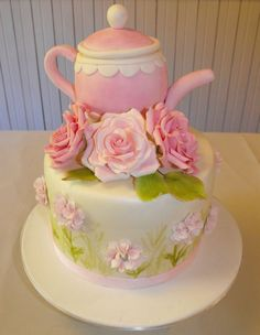 A gorgeous teapot and roses cake