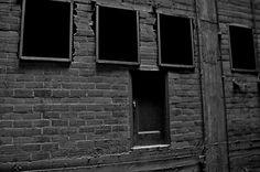 Monochrome Nightmare – Door