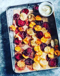 Pečená zelenina na plechu - Receptik.sk Pepperoni, Chips, Pizza, Food, Meal, Potato Chip, Essen, Potato Chips, Tortilla Chips