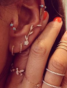 AND my ears will have all of these piercings when my tragus heals. Cute Jewelry, Jewelry Box, Jewelry Accessories, Fashion Accessories, Piercing Orbital, Piercing Tattoo, Cute Ear Piercings, Types Of Ear Piercings, Tragus Piercings
