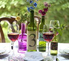 Garrafa de vinho serve como vaso (Foto: Iara Venanzi/Editora Globo)