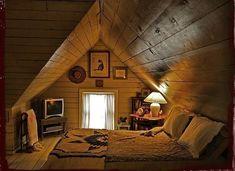 Una camera da letto nel sottotetto.