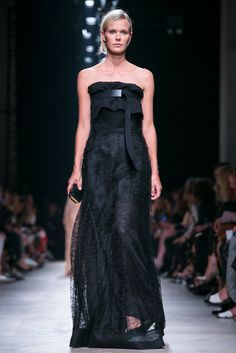 A look from the Rochas Spring 2015 RTW collection.