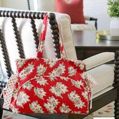 """At Home Canvas by Bonnie & Camille. 100% cotton, 58"""" wide, a perfect canvas weight for bags, ironing board covers, pillows, quilts, and home decor. This is Bonnie's Grab & Go Bag, made from her pattern by the same name - Cotton Way No. 949. Look for At Home Canvas in March 2020 - and ask about it at your favorite quilt shop now.⠀⠀⠀⠀⠀⠀⠀⠀⠀ ..⠀⠀⠀⠀⠀⠀⠀⠀⠀ For more with Bonnie - @bonniecottonway.⠀⠀⠀⠀⠀⠀⠀⠀⠀ ..⠀⠀⠀⠀⠀⠀⠀⠀⠀ .. ⠀⠀⠀⠀⠀⠀⠀⠀⠀ #showmethemoda #modafabricsandsupplies #madewithmoda #modafabrics Ironing Board Covers, Round Basket, Tree Quilt, Contemporary Fabric, Go Bags, Patchwork Bags, Basic Grey, Little Bag, Fat Quarters"""