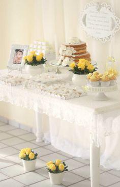Batizado, Baptism, amarelo e branco, decoraçao, decor, party, festa, arranjos, center piece, flores, flowers, mesa de doces, dessert table.