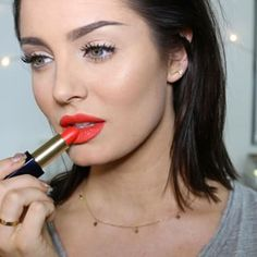 This bright pout. | 19 Chloe Morello Looks You'll Want To Try Immediately