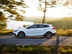 The V40 Cross Country is ready for any adventure with raised suspension and performance-inspired ergonomic seats.