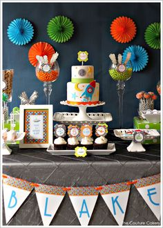 A clever Outer Space Birthday party with a modern color scheme, oodles of creative details and a beautiful table of solar snacks. Created by Jasmine Clouser of The Couture Cakery. Outer Space Party, Boy Birthday Parties, Birthday Ideas, 5th Birthday, Birthday Cake, 1st Birthdays, Party Time, Party Ideas, Theme Ideas