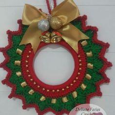 Crochet Christmas Wreath, Crochet Wreath, Crochet Cord, Christmas Crochet Patterns, Crochet Flowers, Christmas Wreaths, Christmas Crafts, Christmas Decorations, Dollar Tree Wedding