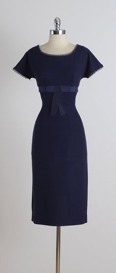 ➳ vintage 1950s dress  * navy wool * acetate lining * gross grain ribbon bow tie * sleeve accents * metal back zipper  condition | excellent