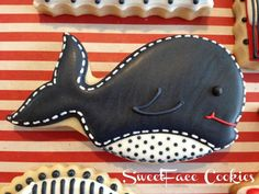 Whale cookie~ By SweetFace Cookie Boutique, black whale Kinds Of Cookies, Cute Cookies, Cupcake Cookies, Whale Cookies, Cookie Designs, Cookie Ideas, Crispy Cookies, Summer Cookies, Baby Shower Cookies