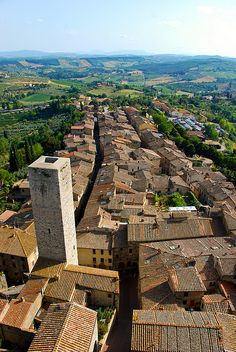 San Gimignano, a small walled medieval hill town in the province of Siena, Tuscany | Italy