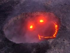 """Lava forma rosto """"sorridente"""" em vulcão em erupção no Havaí"""