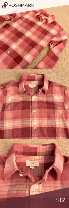 """Men's Club Monaco Flannel Shirt! Beautiful Men's Club Monaco Flannel shirt. Colors are white, Heather red and Bright Red.  Soft Fabric, Lightweight.  Size marked as Small Modern Slim Fit, so it fits more like an XS.  Chest: 18"""", Total Length: 28.5"""" Club Monaco Shirts Casual Button Down Shirts"""
