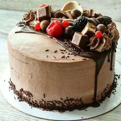 Buttercream Cake Designs, Refreshing Desserts, Basic Cake, Dessert Drinks, Dessert Ideas, Just Cakes, Pound Cake Recipes, Drip Cakes, Cake Shop