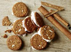 Brunkagesandwich - klik på billedet for at se mere... #karenvolf #brunkage #tip #opskrift #jul #julehygge #kage #is