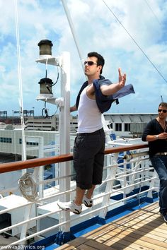 Jordan Knight...He's the king of the world! LOL...check out Joe's face!