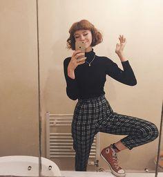 Can't wait for my hair to be long enough to tuck into turtle neck jumpers! And… Ich kann es kaum erwarten, dass meine Haare lang genug sind, um in Rollkragenpullover zu stecken ! Retro Outfits, Grunge Outfits, Vintage Outfits, Casual Outfits, Casual Clothes, Fashion Vintage, 90s Fashion, Korean Fashion, Fashion Outfits