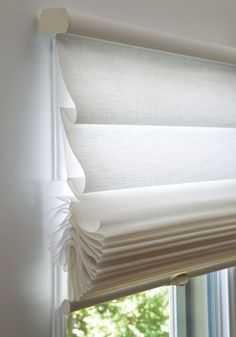 The TIERED Modern Roman Shade is perfect for narrow reveals as the low-profile fabric covered head rail requires less mounting depth. The shades can stack up, down or anywhere in between. Available in a 100mm contoured vane, in translucent opacity only. #luxaflex #romanshades #luxaflexromanshades #interior #interiordesign #childsafety #childfriendly #contemporarydesign