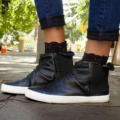 f8a37331900 Que preto nunca sai de moda a gente já sabe mas uma bota da Keds com