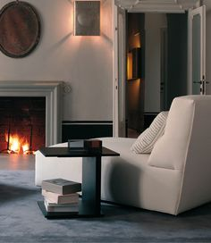 Living Space & Partners offer latest collection of contemporary, modern and luxurious Italian designer furniture in London. Luxury Italian Furniture, Danish Modern Furniture, Living Room Sofa, Home Living Room, Sofa Design, Furniture Design, Best Interior, Interior Architecture, Sofas