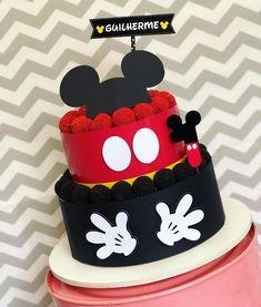 Bolo Mickey Baby, Bolo Do Mickey Mouse, Minnie Mouse Cake Pops, Fiesta Mickey Mouse, Theme Mickey, Mickey Mouse 1st Birthday, Cupcakes Mickey, Mickey Cakes, Cupcake Cakes