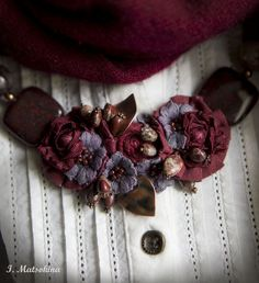 Купить Колье Терпкое Вино - бордовый, винный, марсала, колье ручной работы… Lace Jewelry, Textile Jewelry, Fabric Jewelry, Jewelry Crafts, Jewelry Art, Vintage Jewelry, Fabric Flower Necklace, Flower Brooch, Crochet Flowers
